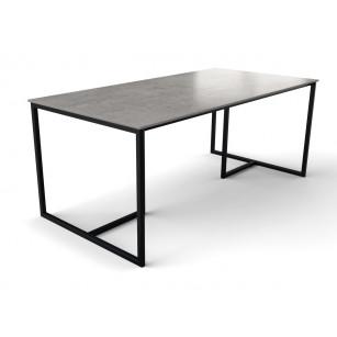 Tafel van Scandinavisch design met dun keramisch tafelblad