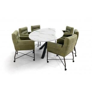 Ovale tafel met Dekton Aura15 blad, matrixpoot en lederen stoelen met wielen