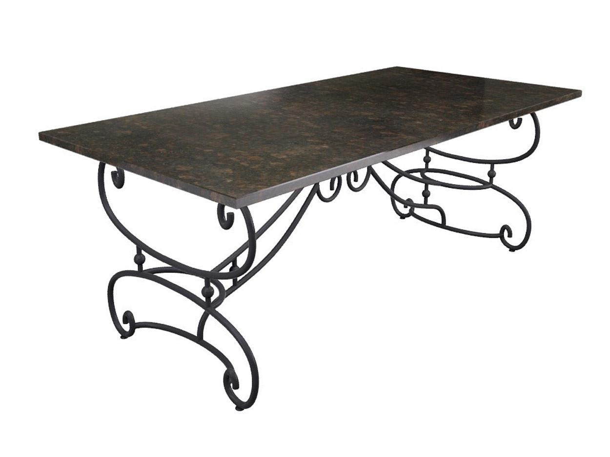 Smeedijzeren tafel met stenen bovenblad