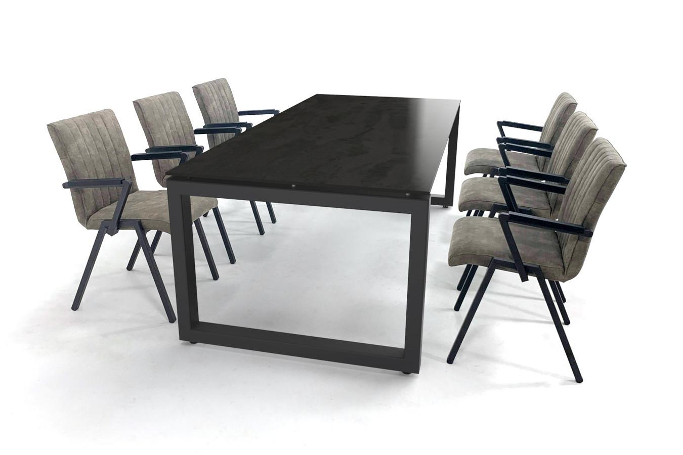 Industriële Dekton tafel met gecoat stalen onderstel en stoere stoelen