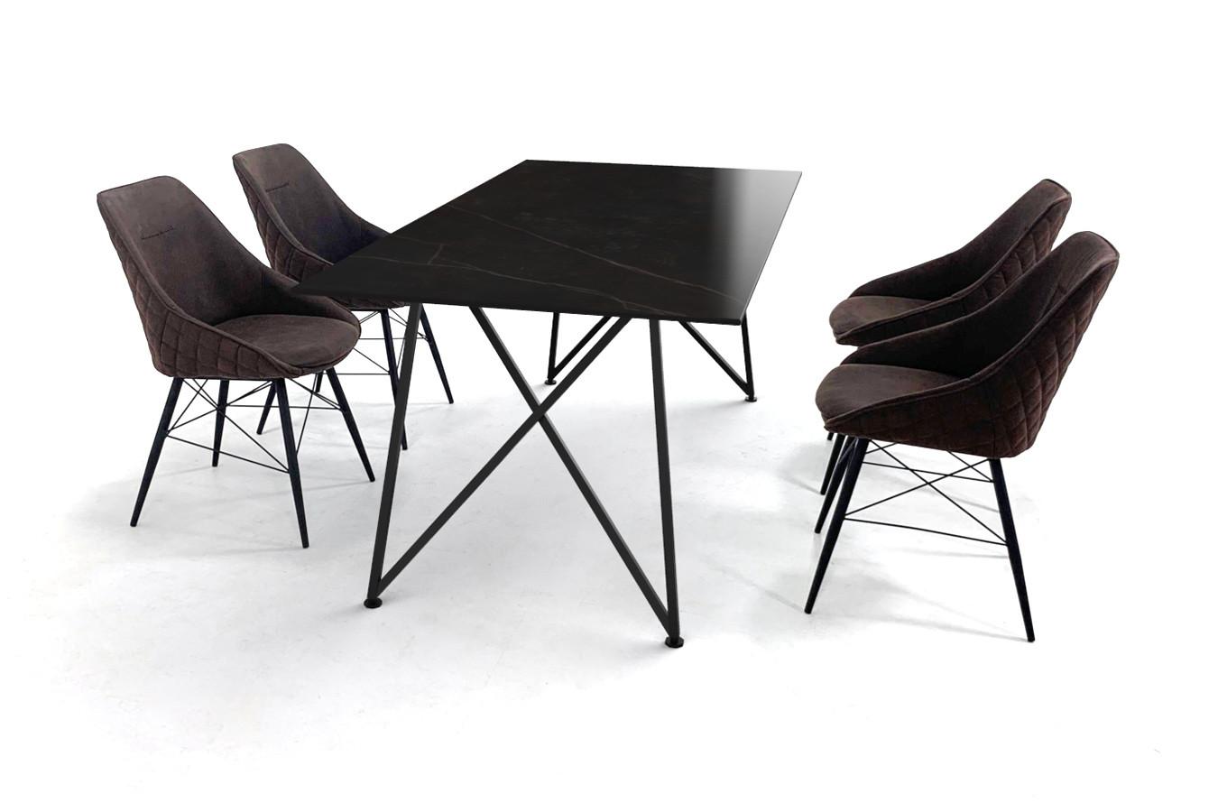Stijlvolle eettafel met Dekton Kelya tafelblad en stoffen stoelen