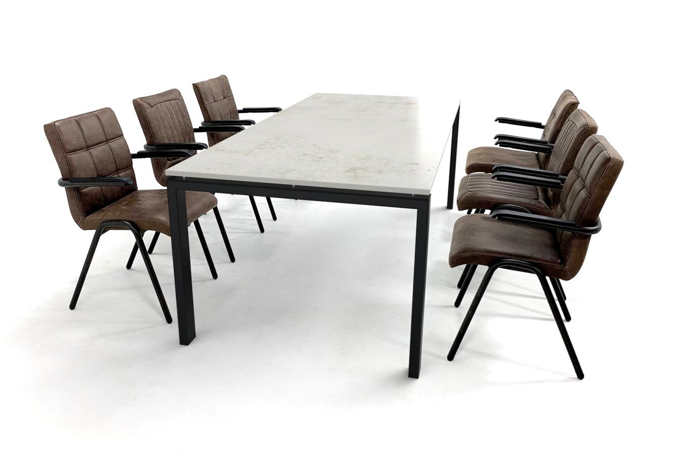 Rechthoekige eettafel set met Dekton blad, stalen onderstel en lederen armstoelen